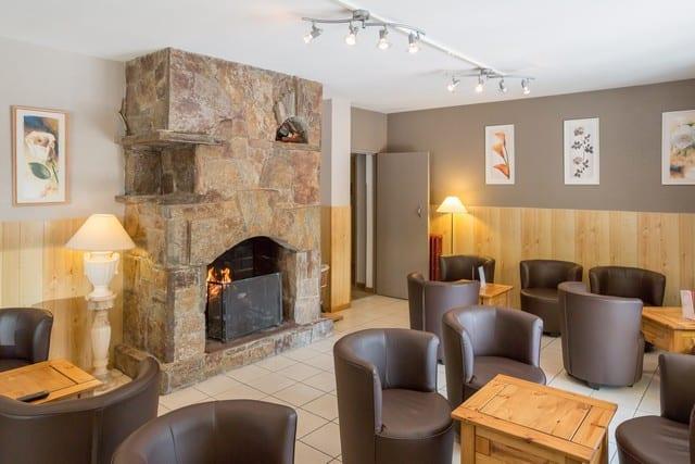 Salon cheminée de l'hôtel